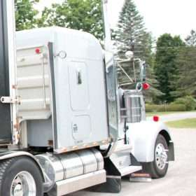 2005 Kenworth W900L with pre-emissions Cat C15 engine for sale
