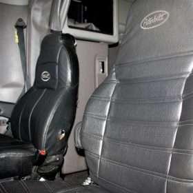 2009 Peterbilt 378 for sale - inside the cab