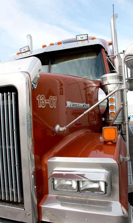 Western Star heavy haul flatdeck truck